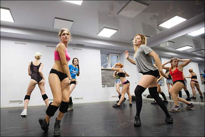 Beyonce's choreographer Danielle Polanco checks out Siberia's twerking sensations