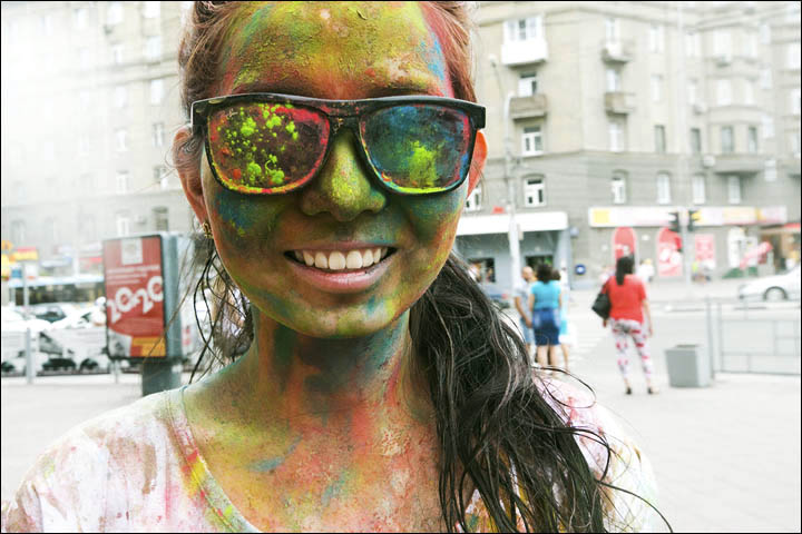 Siberians show their true colours in paint festival