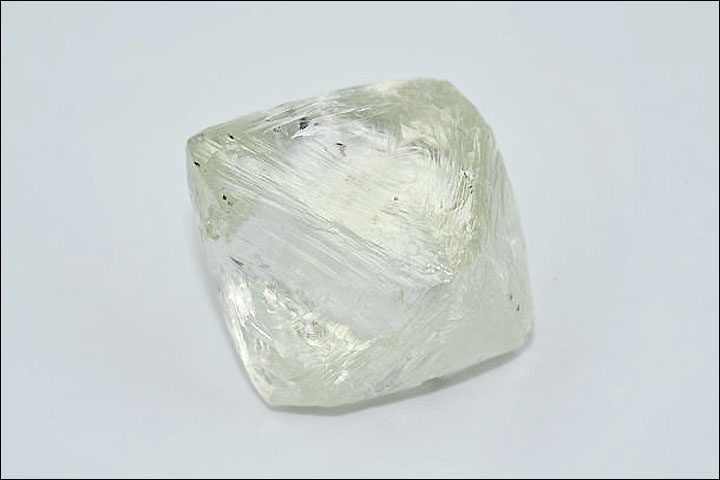 122 carat diamond extracted in Russia