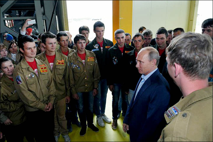 Putin meets with students on the construction site