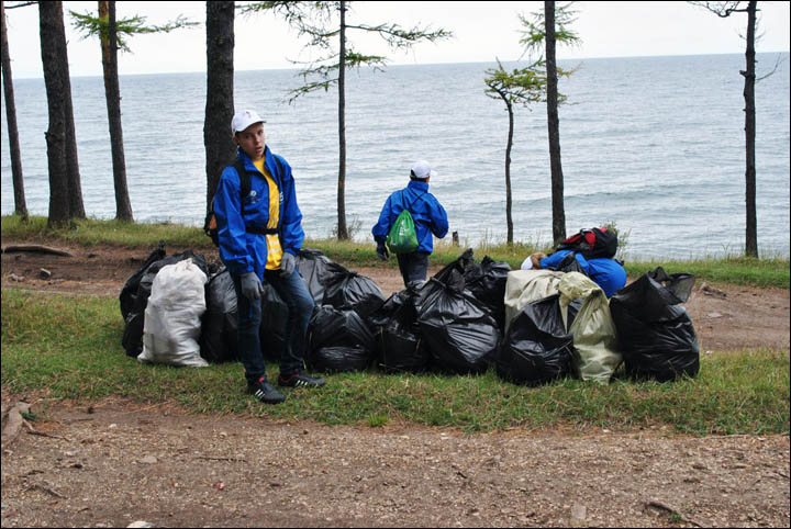 Volunteers clean Baikal shore