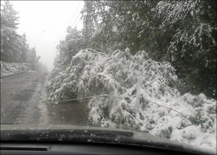 Snow on the motorway in Chelyabinsk region