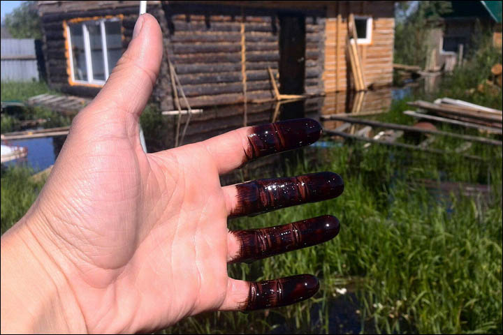 Floodwater from Ob River in Russia is black from oil spill