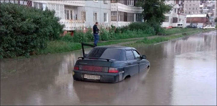 Omsk - flooded car
