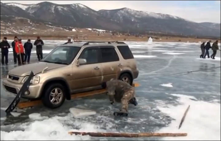 Amazing Siberian Technique For Rescuing Cars From Bottom Of Ice Bound Lake Baikal