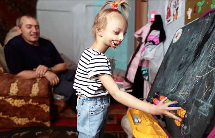 Millions of people donate to give 5 year old Darina a chance to smile