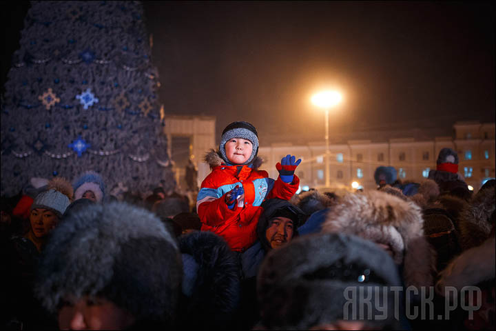 Kids on the X-mas tree opening in Yakutsk