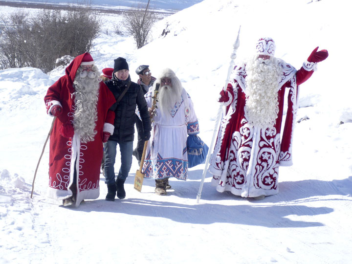 Fathers Frost, Yamal Iri and Santa go to Chyskhaan