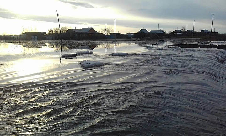 State of emergency as ice-choked Lena River spills its banks in remote settlements