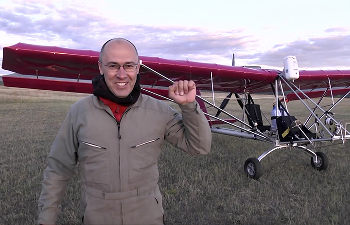 Amateur pilot wins Guinness World Record for amazing 100 flat spins