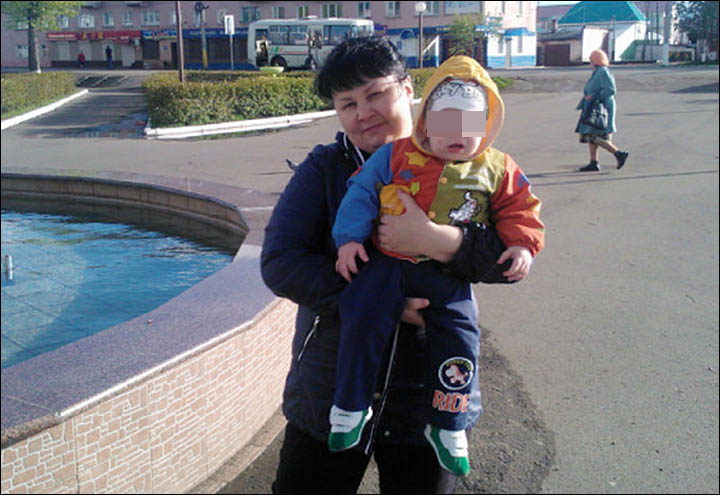 Oksana Uskova with her son Tim