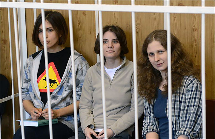2 members of Russian punk band Pussy Riot detained
