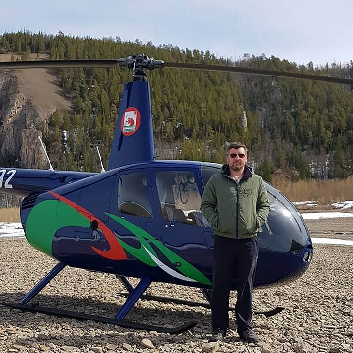 Amazing rescue of helicopter pilot who crashed on snowy mountain and was stranded for four nights