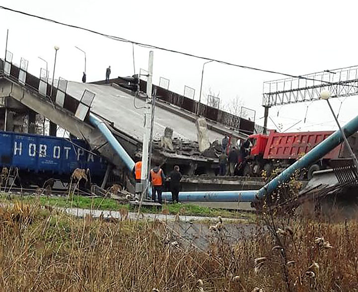 Collapse of a trans-Siberian highway bridge