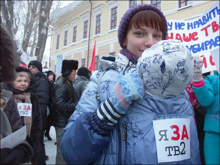 TV2 station in Tomsk 'to close at New Year despite protests', say journalists.