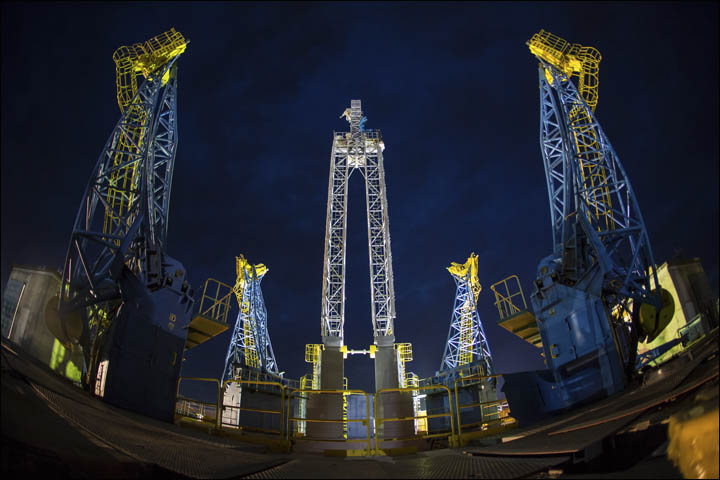 New Russian Cosmodrome - Vostochniy - Page 2 Inside_in_the_night