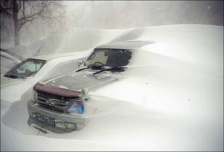 Heavy snow falls in recent days cause mayhem in Russia's 'San Francisco'