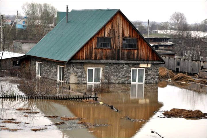 Melting snow causes spring floods across Altai