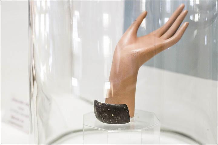 Denisovan bracelet