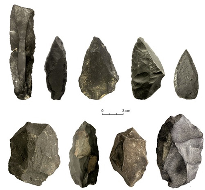 Denisova Cave implements
