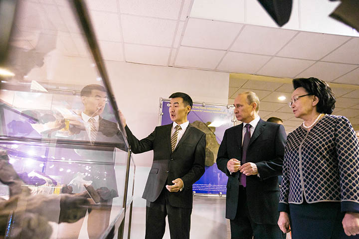 Putin visits Mammoth Museum in Yakutsk