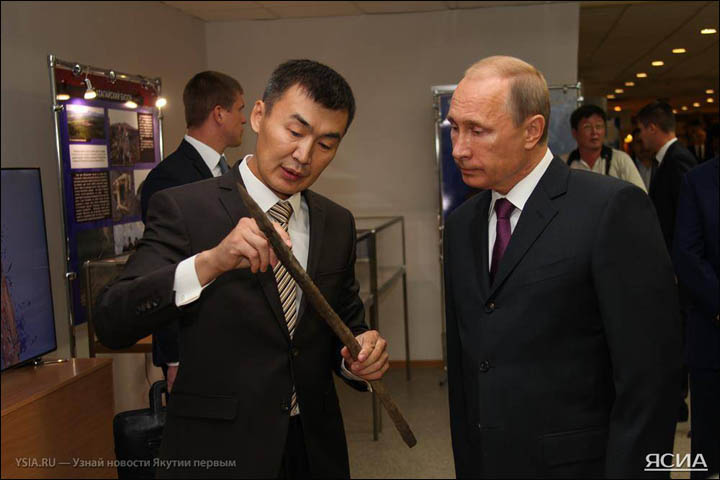 Semyon Grigoryev shows the spear to Putin