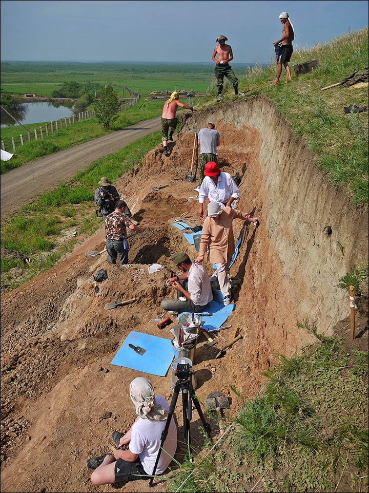 Archaeologists working in Shestakovo
