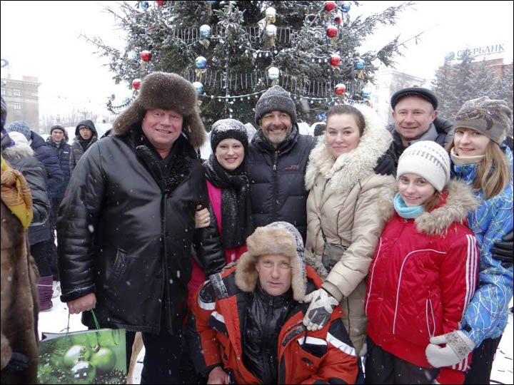 Nicolas Vanier in Khabarovsk with locals