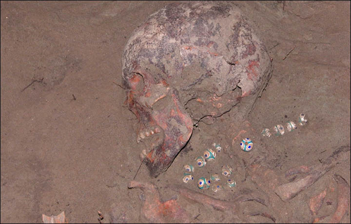 Cleopatras Necklace Found In A Siberian Grave