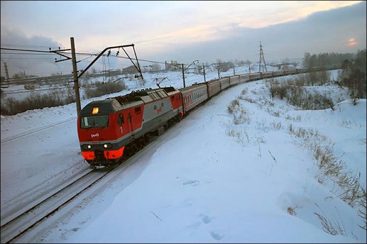 Train Chum-Labytnangi